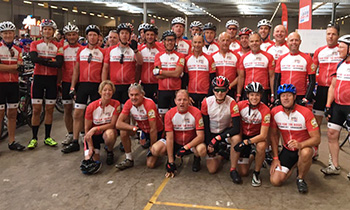 Groot applaus voor alle fietsers van de Ride for the Roses