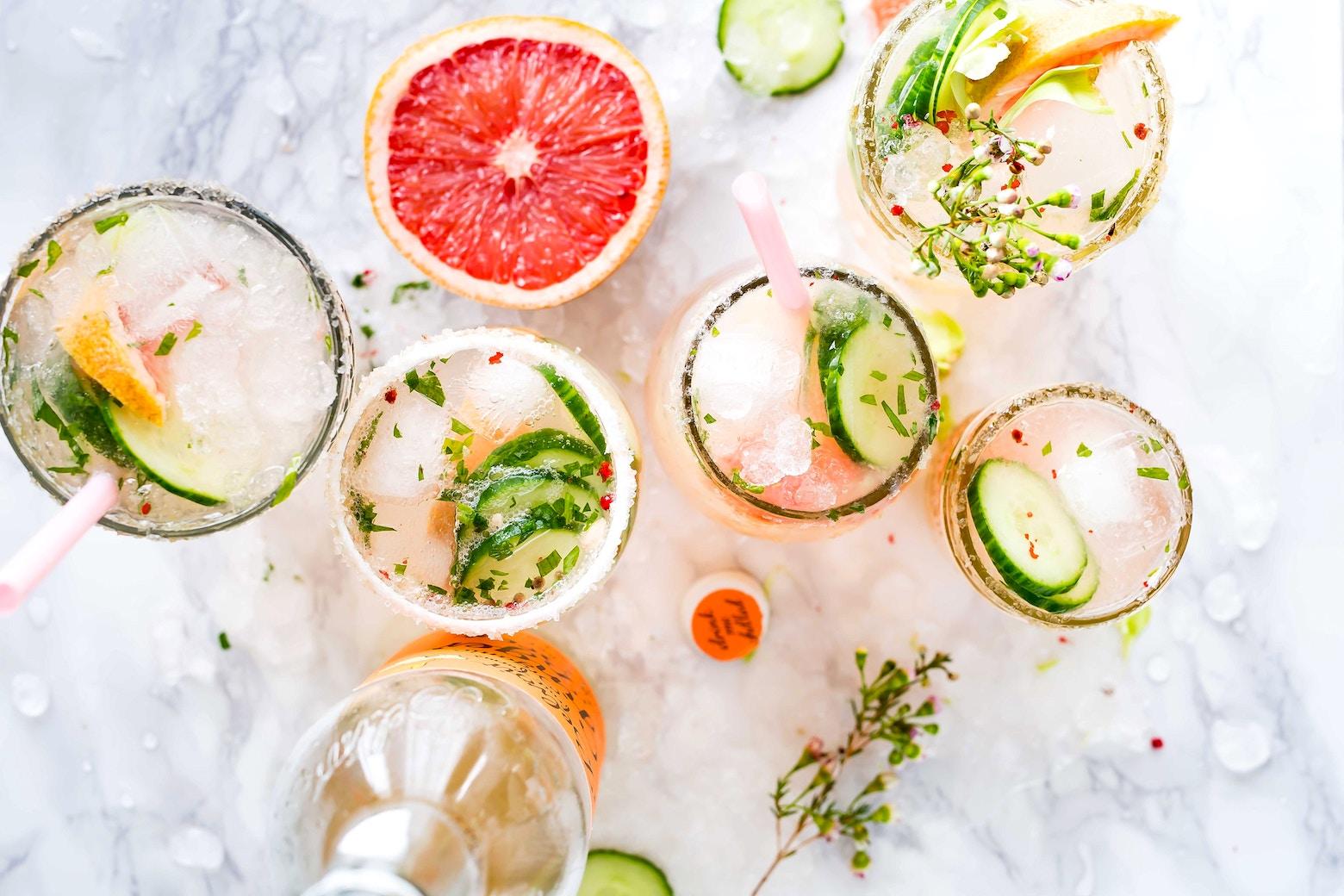 cocktails met bloemen